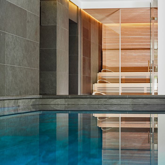 In the basement of this historic villa in Leipzig, the owner finally brought his dream of a private spa area to life, with a PURE sauna as the main focus.