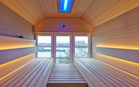 The SHAPE sauna can be adjusted to any floor plan: our planners prepare an individual solution that is adjusted to the room situation down to the last detail.
