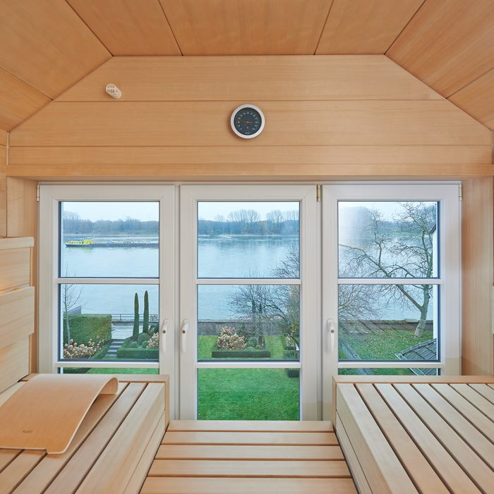 Looking both from the room at the sauna as well as looking out while taking a sauna, the clear glass permits an unobstructed view.