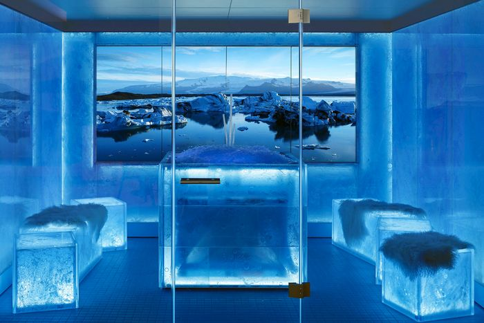 ICE LOUNGE: Impressive cooling feature with unique, distinctive ice optics – a real innovation on the market.