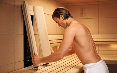 With InfraPLUS, infrared-C radiation generates radiant energy to warm your back more intensely.
