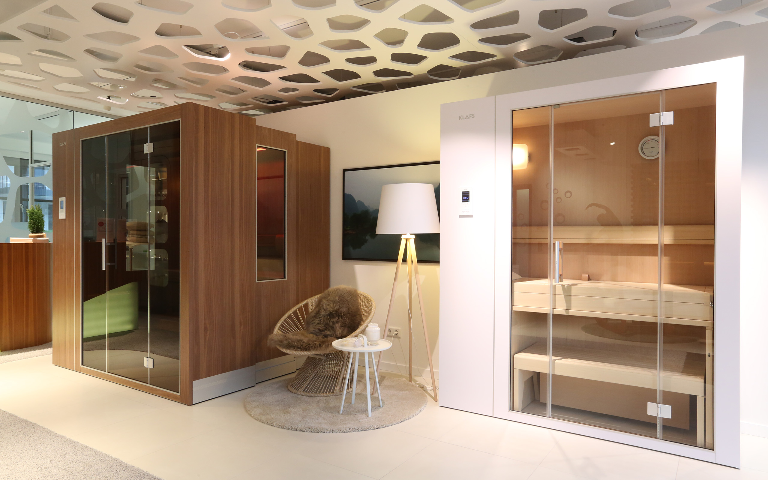 sauna showroom in frankfurt. Black Bedroom Furniture Sets. Home Design Ideas